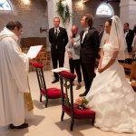 Quels sont les facteurs qui poussent les couples à favoriser un mariage religieux ?