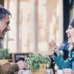Trouvez l'amour après 50 ans sur des sites comme Disons Demain