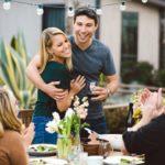 Rencontrer pour la première fois les parents de sa copine : comment gérer le stress ?